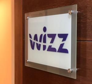 Letrero-Wizz2
